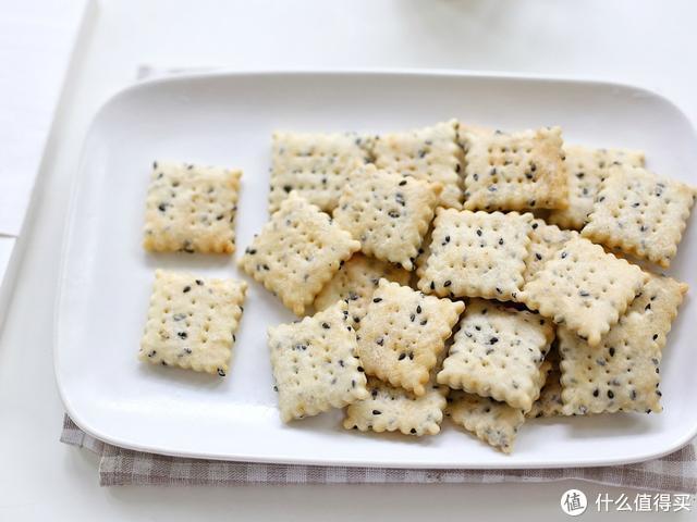 在家就能做的苏打饼干,咸香酥脆,越嚼越有滋味,大人孩子都喜欢