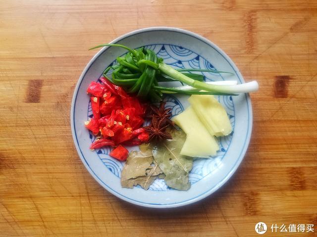 香辣牛肉面还是自己做的好吃,料足味美真过瘾,一次2碗不嫌多
