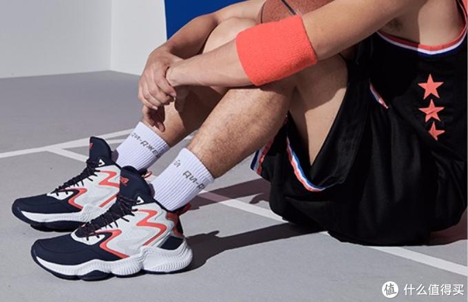 凭借自身实力与独特颜值,运动鞋突出重围