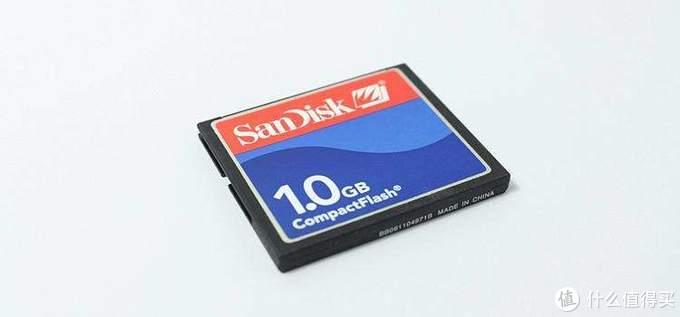 当时放在尼康D70里面,600万像素的照片一张2-3M,一卡能存300多张照片,感觉自己可NB了。(图片来自互联网,如有侵权联系删除)