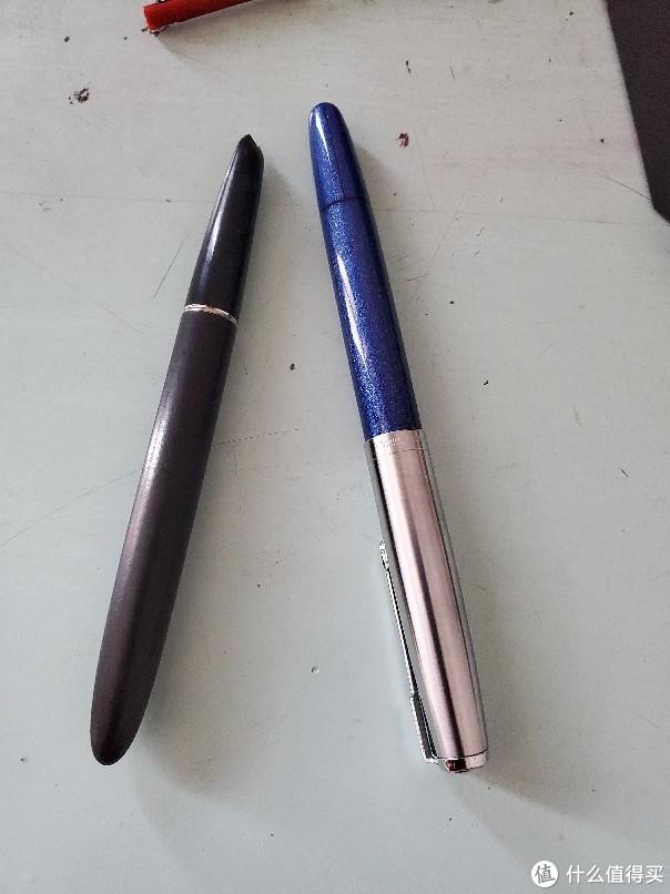 两支笔的对比图