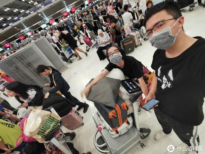 那时候机场还几乎没什么人带口罩