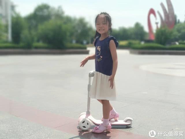 米兔儿童滑板车:让孩子安全体验飞驰的乐趣