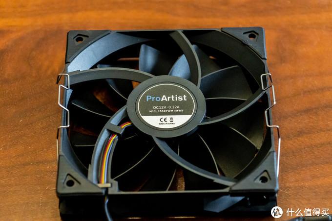 风扇来个特写,12V·0.22A,中国制造