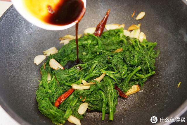 """这种野菜成片长,被称为""""最野的野菜"""",营养鲜美,春天多吃几次"""