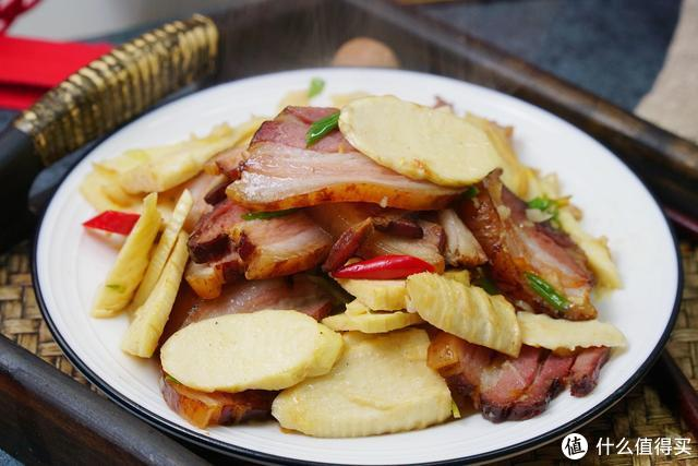 炒腊肉时,千万不能直接炒,否则又咸又肥腻,教你正确吃法