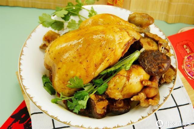 把一只鸡扔进电饭煲,不放1滴水和油,出锅香过吃烤鸡,太解馋了