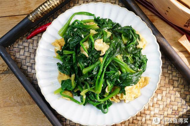 炒菠菜,只知道焯水还不够,多加一步,颜色更翠绿,营养不流失