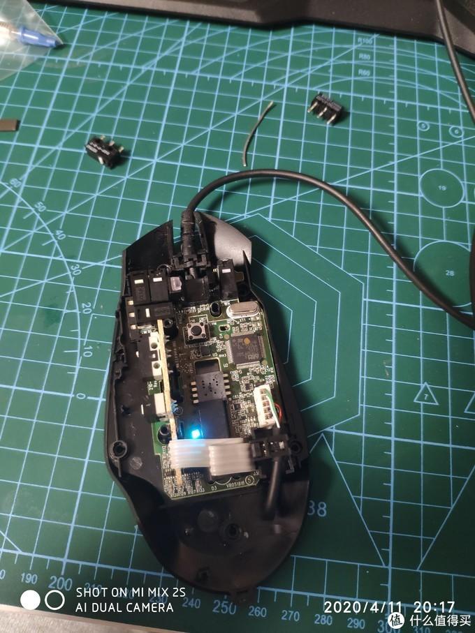 把换好一个微动的鼠标插电测试