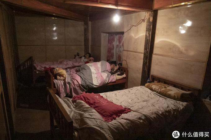 向导家我们住的房间,比较简陋,需要用睡袋