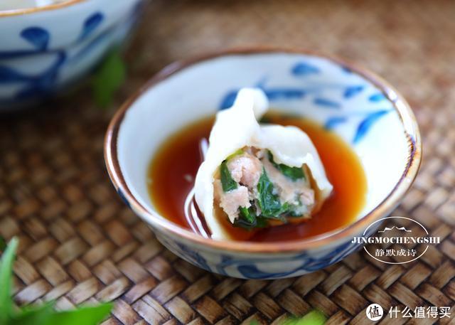调韭菜馅儿时,记住调味顺序,韭菜就不会出水,饺子鲜汁四溢