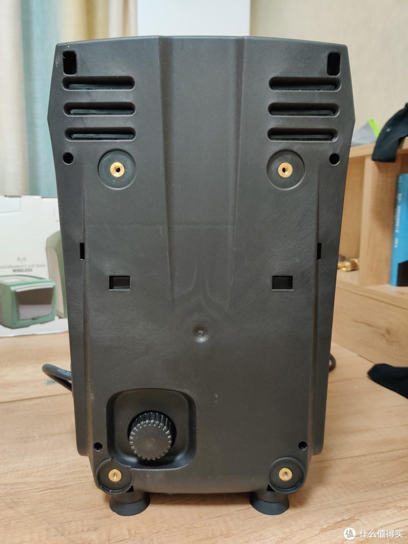 机器背面,左下角旋钮是用来调节运行模式的,自吸和非自吸