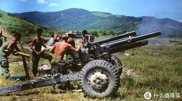 越南战场上的M101