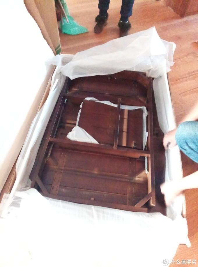 买了张可伸缩实木桌子,家里气质就是不一样了