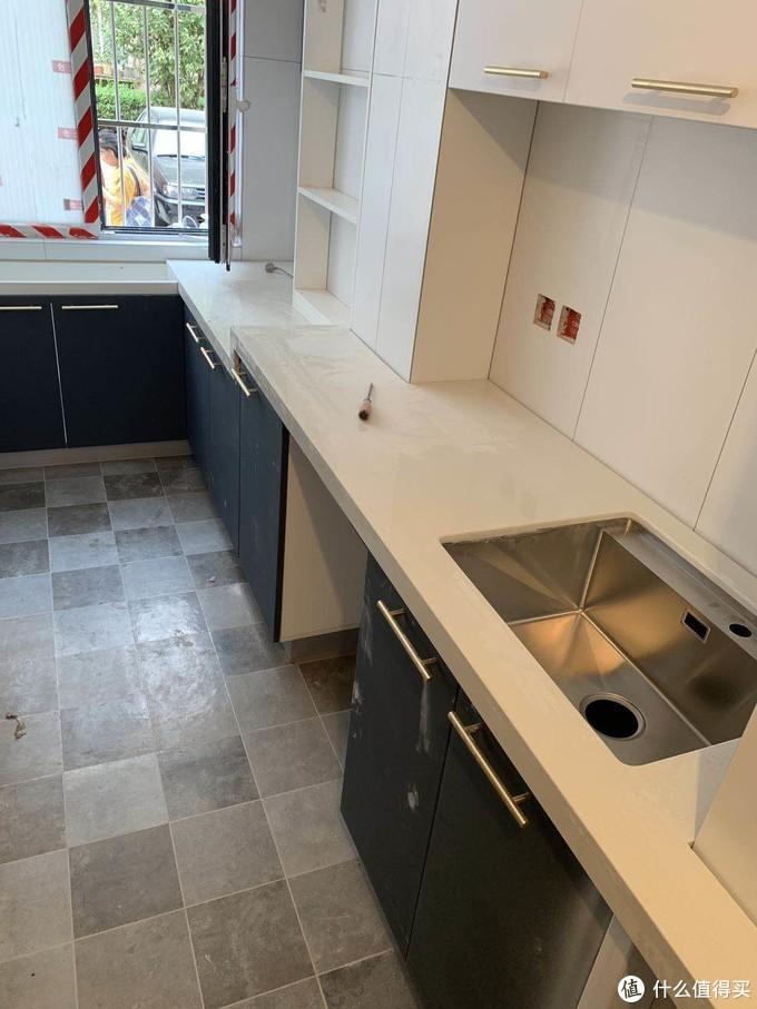 安装好橱柜的厨房,基本就决定90%了,剩下的10%就是锦上添花的软装部分