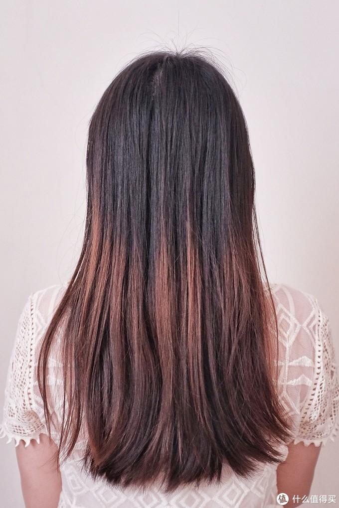 这是没有当天吹干立刻做造型,第二天早晨干发直接用顺发头梳过的状态。