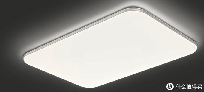 灵犀和初心特色的背面透光设计,让天花板没有暗处