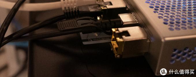万兆光口可以通过模块转换成电口插网线使用
