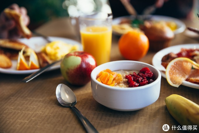 健康搭配的早餐早已摆在餐桌等候