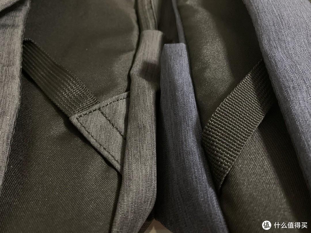 图书馆猿のMI 小米 炫彩双肩小背包 & 苏宁极物中性款休闲双肩包 简单比