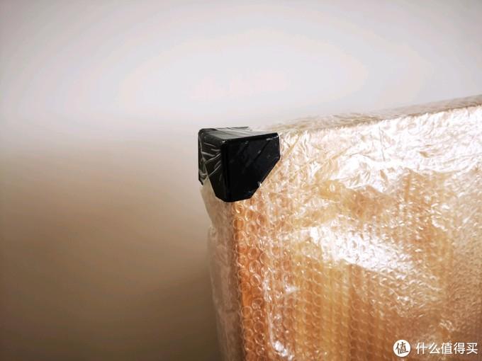四角保护完好,不过拆封后还是有一点点破损。