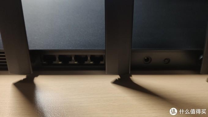 机身后只有电源接口,Reset按键和LAN接口,没有本地USB接口是个遗憾