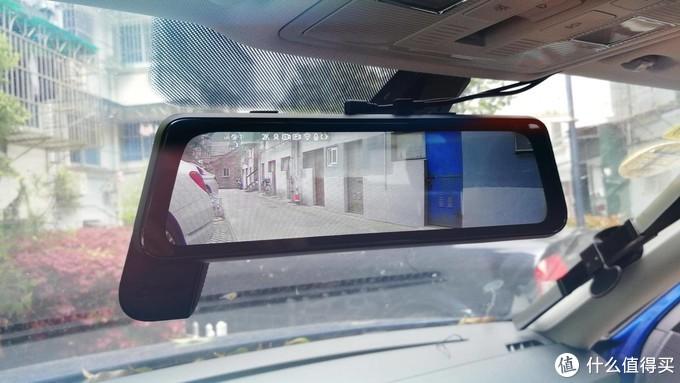 △360的M320屏幕非常大,后摄像头支持1080P,清晰度很好,非常适合用来做倒车辅助。