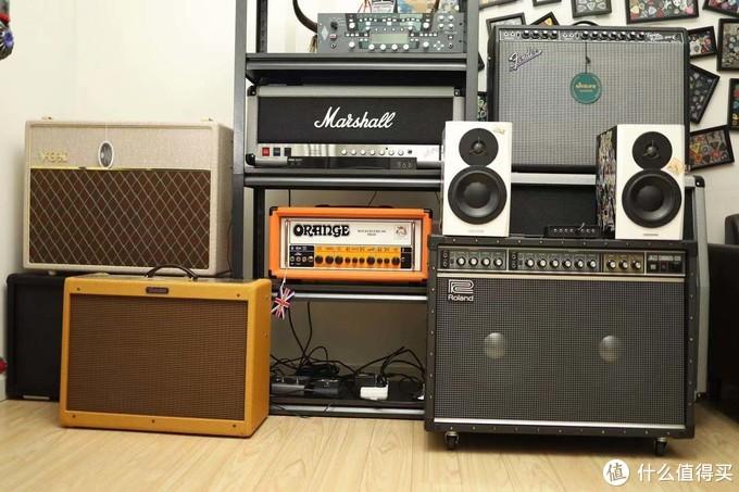 左下就是bassman音箱,Fender经典的黄色。