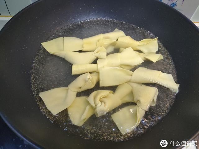 想吃牛肉板面吗?教你详细做法,香辣醇厚,和外面卖的一样好吃