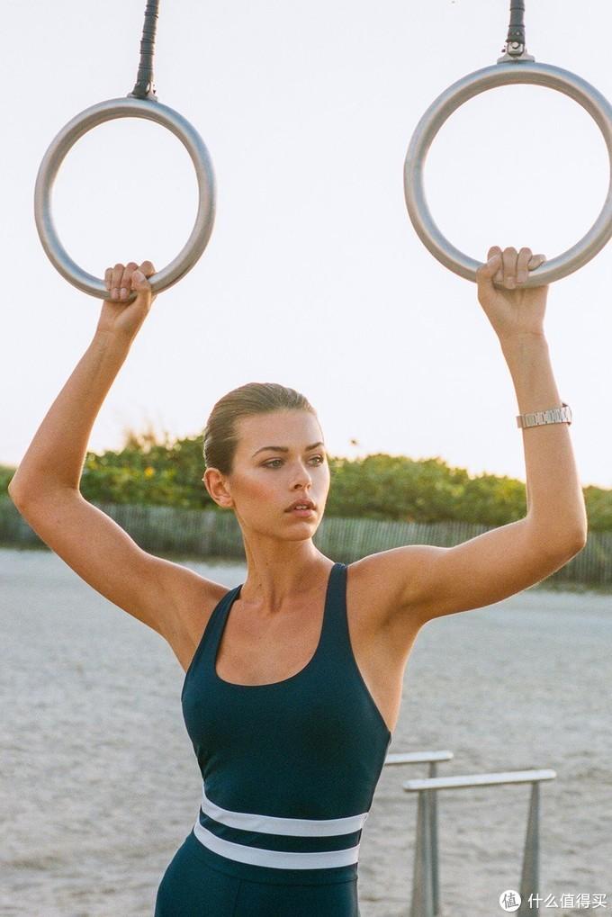 注入戴安娜王妃式审美,STAUD x New Balance首个运动服联名系列