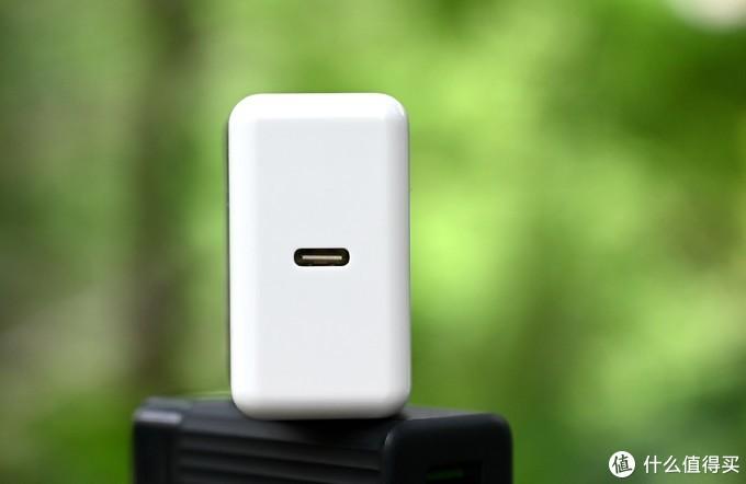 颜值控的好选择 —YOGA USB-C 65W电源适配器