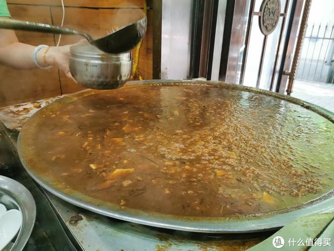 这家才是西安胡辣汤的代表,满满的肉粒,我忍不住又要了一碗