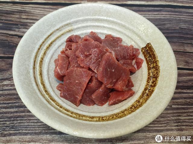 大厨教的炒牛肉方法真不错,30秒爆炒出锅,牛肉鲜香嫩滑不塞牙