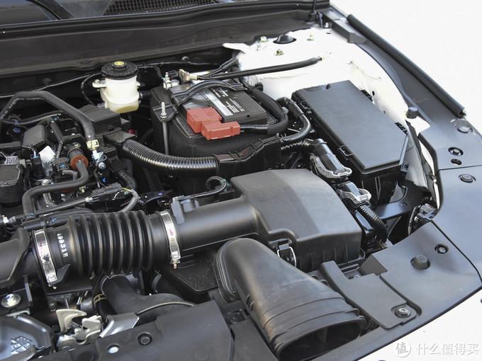 其实很多车子原配就配置有蓄电池保温罩,原先我理解为是冬天防冻,看来跟主要是隔热作用。而国内和多车子包括宝骏为了节约成本出厂并没有给蓄电池配置保温罩。而奥迪 大众 丰田 日产等在中高端车型都是有蓄电池保温罩配置的。
