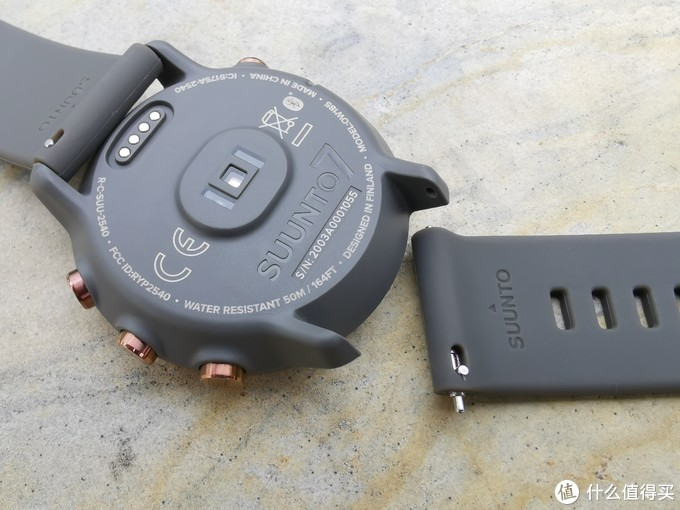 SUUNTO7表带的拆卸方式向传统机械表拆卸方式看齐