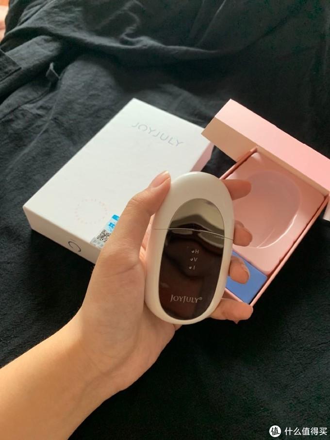配合眼霜一起用有助于按摩吸收~比自己手涂抹眼霜方便多,不浪费一点眼霜!