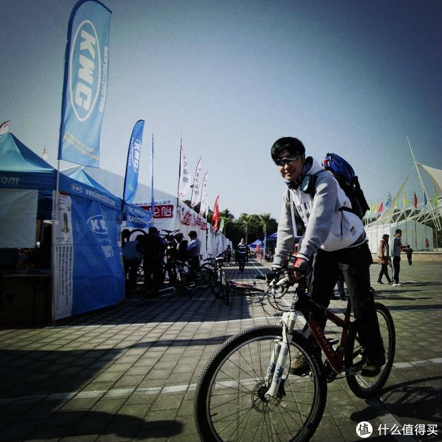 当年的深圳作为自行车相关产业的基地,一年一度的嘉年华还是值得逛的      然后第一次试了佳能戴尔的LEFTY,一颗小草又种下了。