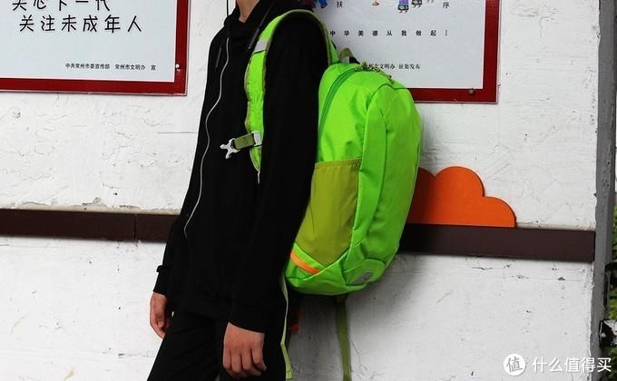 轻简实用 减震耐磨de早风户外防泼水小背包