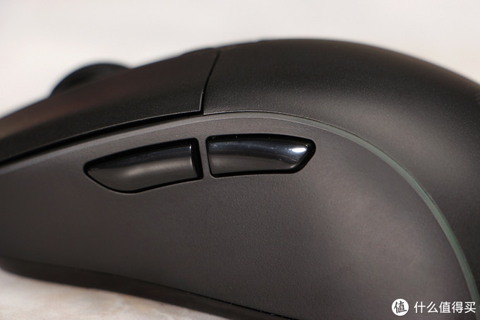 达尔优A960暴风游戏鼠标评测:无打孔RGB轻量化旗舰