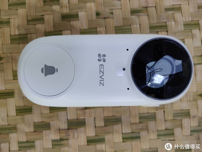 ▲ 门铃端由镜头、指示灯加门铃按钮构成