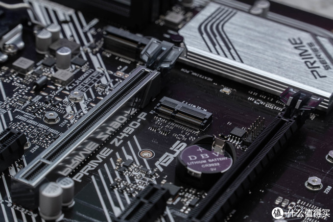 PRIME Z490-P还有一个板载MSATA接口,支持扩充无线网卡。因为PRIME Z490-P并没有板载WIFI所以有需要的可以自行扩充