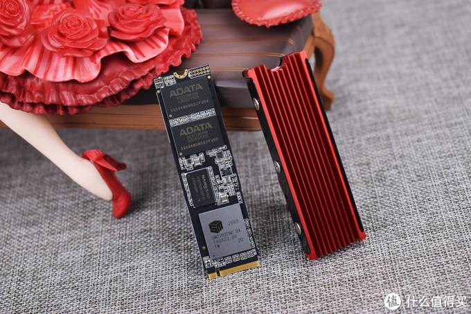 测试使用的散热片以及XPG SX8200 Pro