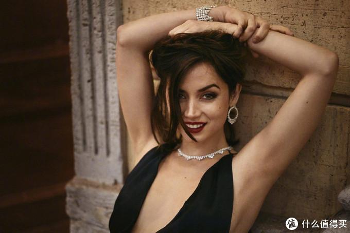 新任邦女郎安娜·德·阿玛斯连发两套写真,性感妩媚与清新可人兼具,大本看了都说好!