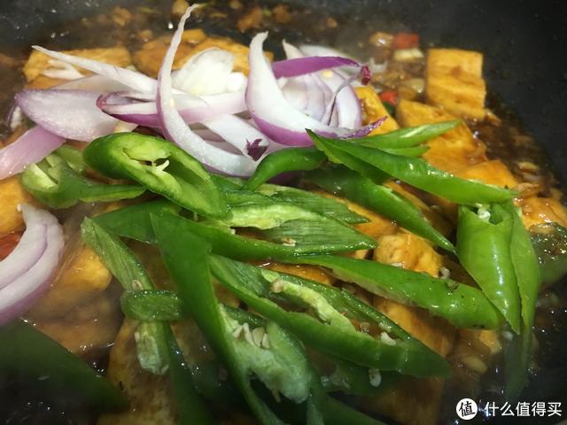夏日,教你豆腐最下饭的做法,快手还入味,上桌分分钟抢光