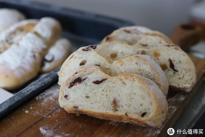 此前我也有担心过隐藏式下管会不会导致底火不够热的问题,但看面包