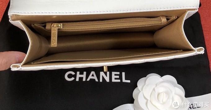 香奈儿这款珍珠包真的美到我咯!尤其是白色这款,手感超级好,种草🌿!!!