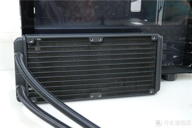 机箱太占地方,CPU散热也不好,不足700元简单升级,全解决了