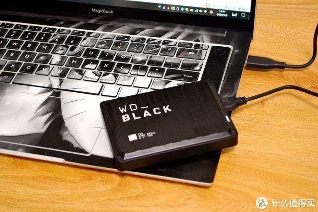 移动硬盘是冷门硬件外设?西部数据做了一款支持PS4/XBOX的移动游戏硬盘,4TB上手实测够用!