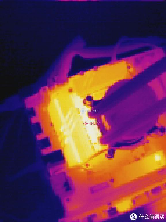 默认状态主板CPU供电区域热成像图
