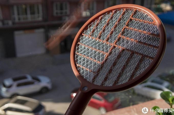 电蚊拍90°大变身还能当灭蚊灯?向物折叠电蚊拍,和蚊虫说拜拜